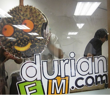 durianFM.com, an online radio station, broadcast the public forum in real time